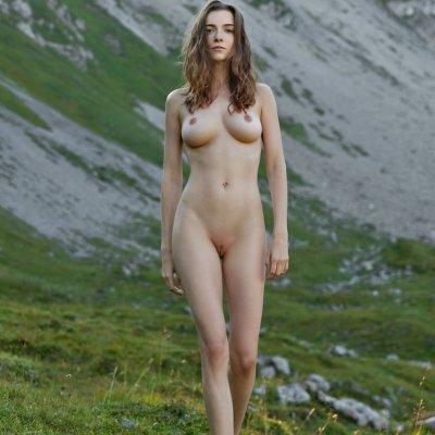 Perfect girl Mariposa naked in beautiful scenery - All you need