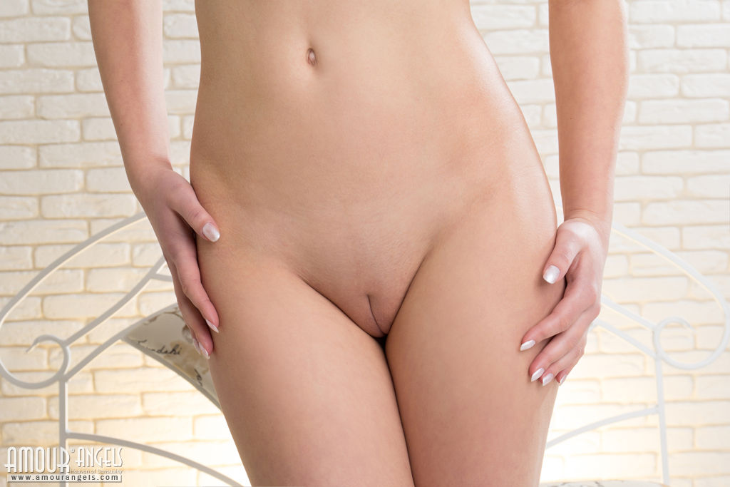 Feuchte pussy nud smooth