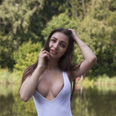 Freda ShowyBeauty young busty beauty girl