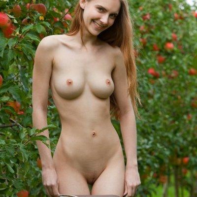 Beautiful German girl nude Mitzie